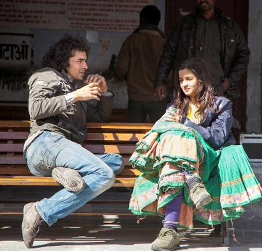imtiaz-ali-alia-bhatt-on-sets-of-highway_1392890017140
